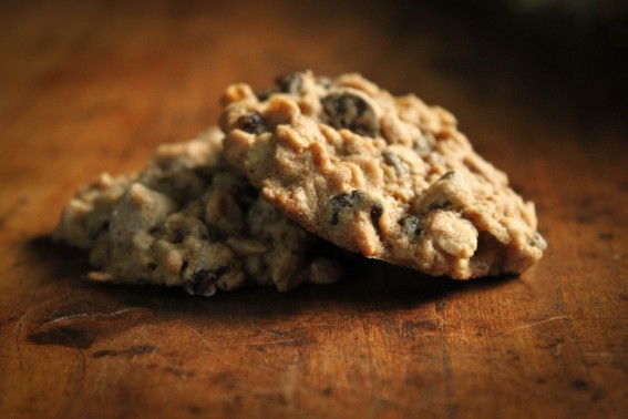 Irresistible Oatmeal Currant Cookies - A Beautiful Plate