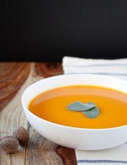 Simple Butternut Squash Carrot Soup