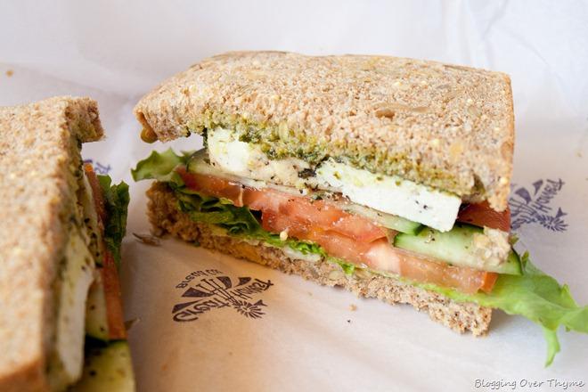 sandwich pesto tofu