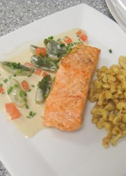 spaetzle and salmon