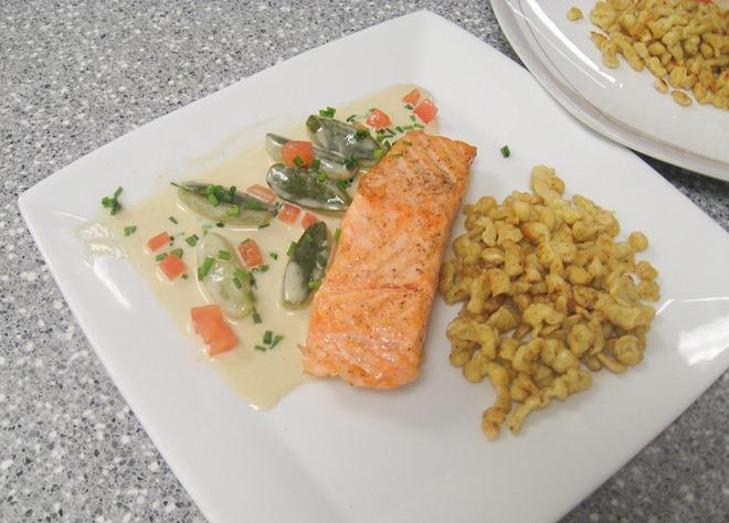 spaetzle and salmon