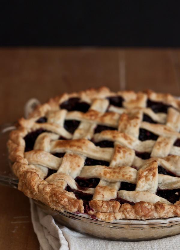Blackberry Lattice Pie >> Blogging Over Thyme