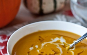 Roasted Acorn Squash & Sweet Potato Soup | bloggingoverthyme.com