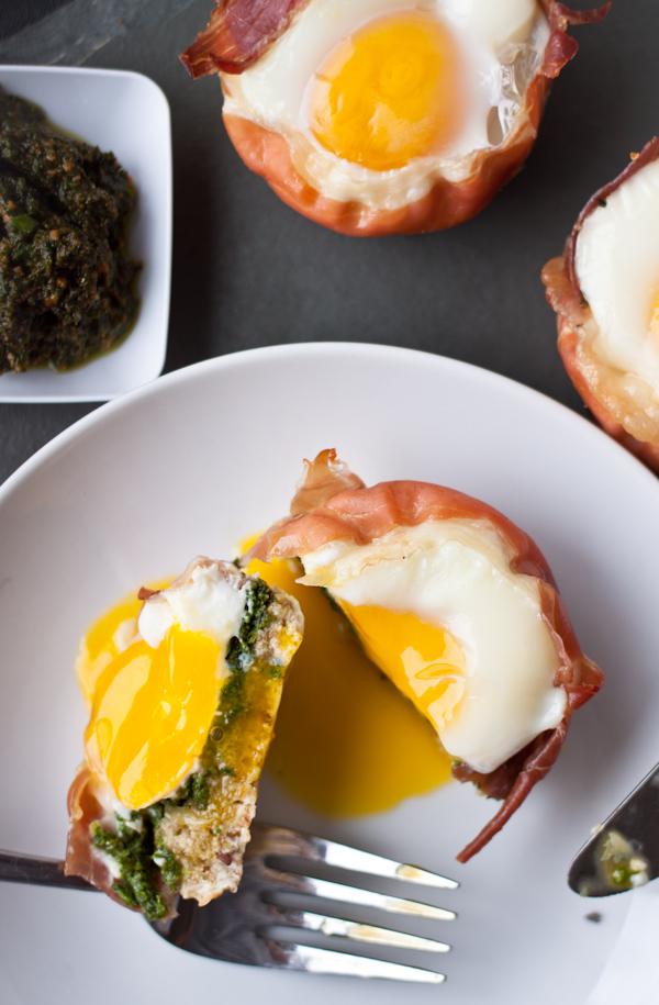 Prosciutto Egg Cups with Basil Pesto | bloggingoverthyme.com
