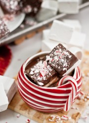 Chocolate Dipped Peppermint Marshmallows | bloggingoverthyme.com