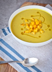 Curried Cream of Cauliflower Apple Soup