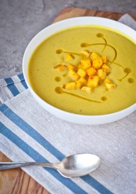 Curried Cream of Cauliflower Apple Soup