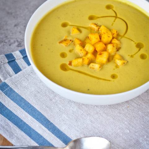 Curried Cream of Cauliflower and Apple Soup