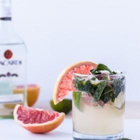 Grapefruit Mojitos | bloggingoverthyme.com
