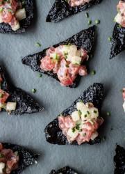 Tuna Tartare with Nori Chips | bloggingoverthyme.com