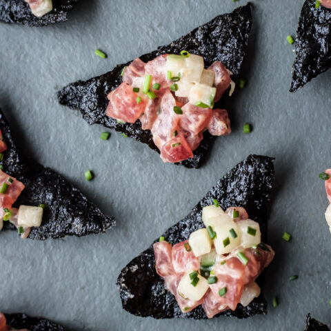 Tuna Tartare with Nori Chips | bloggingoverthyme.com