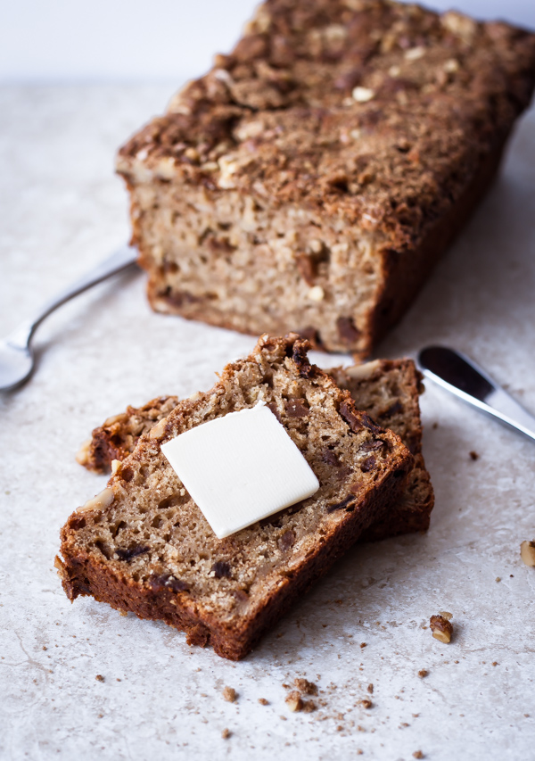 Apple Oatmeal Breakfast Bread | bloggingoverthyme.com