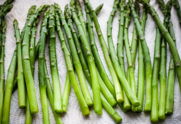 Asparagus Mimosa | bloggingoverthyme.com