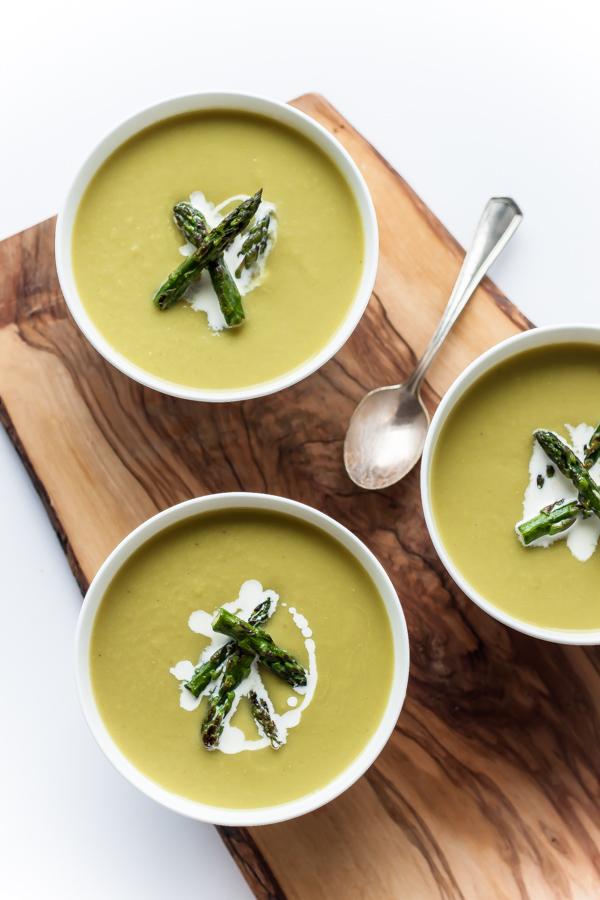 Springtime Asparagus Soup | bloggingoverthyme.com