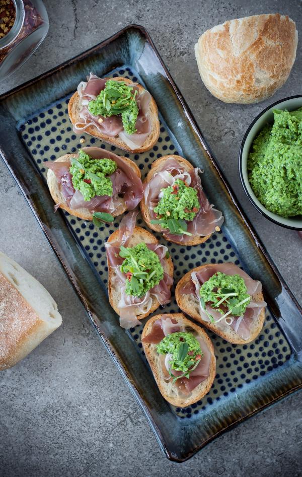 Crostini with pea pesto and prosciutto