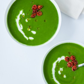 Fresh Spinach Soup with Minted Pea & Cilantro | bloggingoverthyme.com