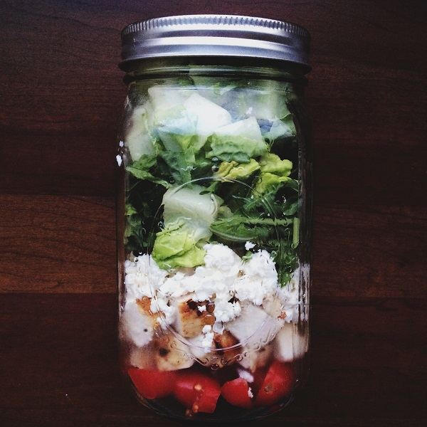 Mason Jar Salad | bloggingoverthyme.com