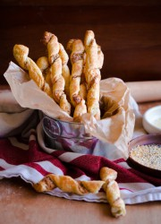 Everything Bagel Cheese Twists. These delicious pastries can be prepared in less than 30 minutes! gel Cheese Twists. These delicious pastries can be prepared in less than 30 minutes!