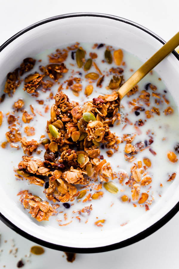 Mexican Granola with Cocao Nibs and Pumpkin Seeds. A salty and sweet healthy granola!