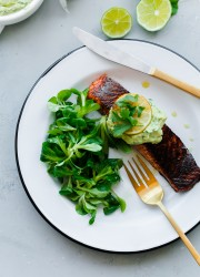 brown-sugar-and-chili-rubbed-salmon-with-avocado-crema-1-7