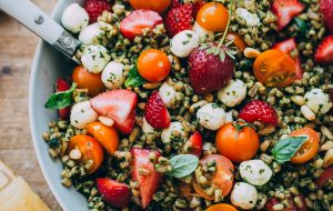 strawberry-caprese-farro-salad-1-27