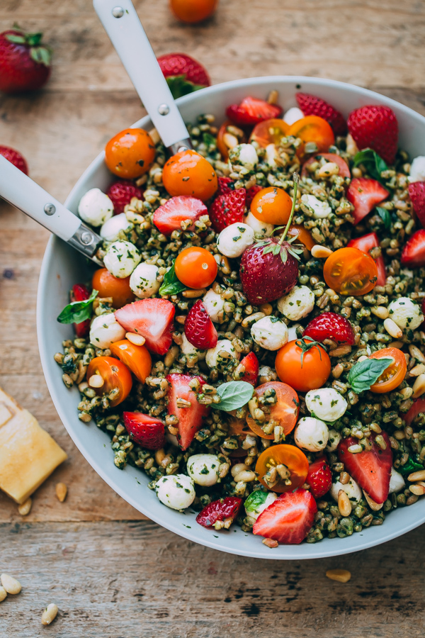 Strawberry Caprese Farro Salad. Hearty farro is tossed with homemade pesto, strawberries, tomatoes, and mozzarella cheese to create this beautiful summer grain salad!  #salad #abeautifulplate #recipe #farro #caprese #mozzarella