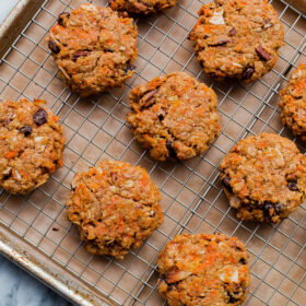 Carrot Cake Breakfast Cookies - healthy breakfast cookies that are refined sugar free, whole grain, and taste just like carrot cake!