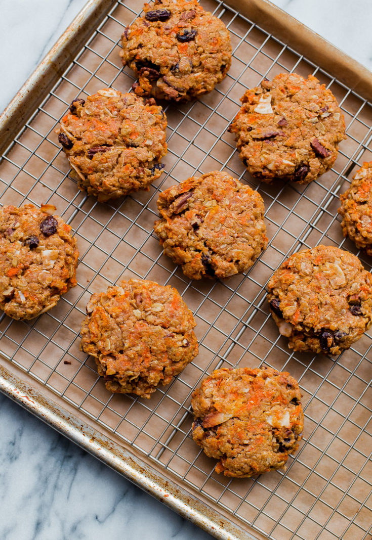 Carrot Cake Breakfast Cookies - healthy breakfast cookies that are refined sugar free, whole grain, and taste just like carrot cake! #abeautifulplate #ecipe #breakfast #breakfastcookies #oatmeal #carrotcake