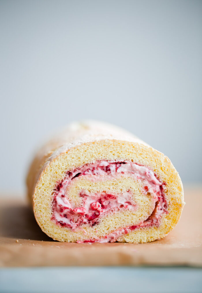 Raspberry Roll Cake - Mother's Day Recipe Ideas. Sweets and dessert recipes to spoil your mama!